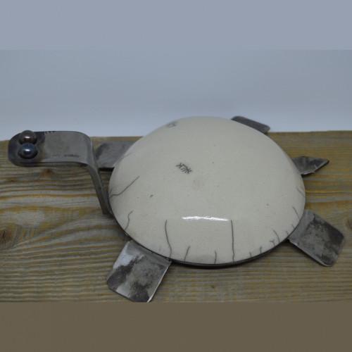 Tortue en raku et métal